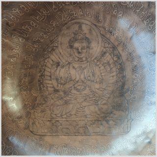Sakralchakra Klangschale Avalokiteshvara Nahansicht