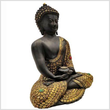 Erleuchteter Buddha mit Metallarbeiten Seitenansicht Rechts
