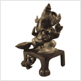 Ganesha Statue Oellampe DC Vorderansicht Seite links